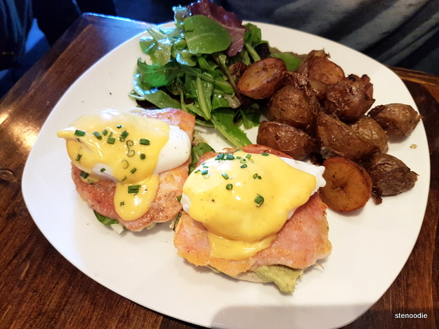 Peameal bacon Eggs Benny