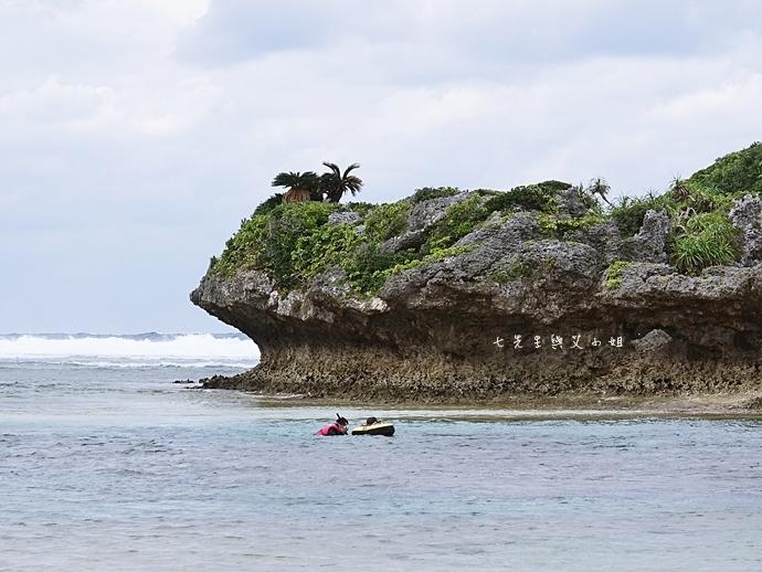 22 沖繩自由行 水上活動 香蕉船 Marine Support TIDE 殘波 藍洞海洋觀光 藍洞浮潛&珊瑚礁 餵食熱帶魚浮潛