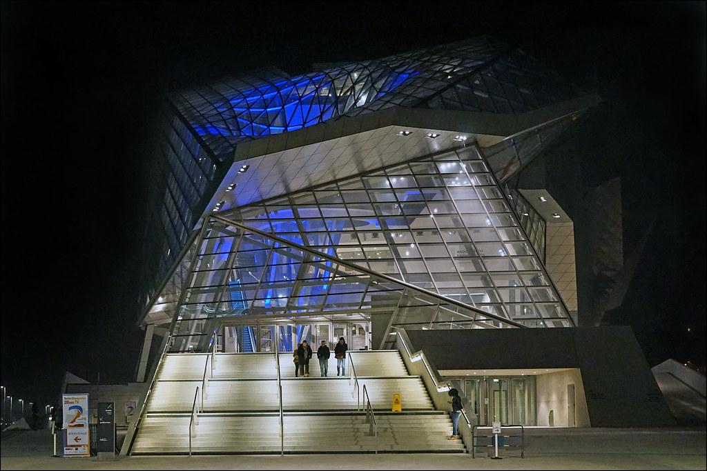 Le mus e des confluences la nuit lyon la fa ade nord for Architecte musee confluence
