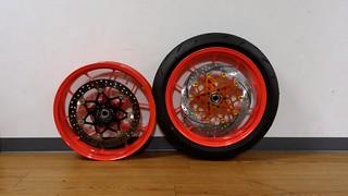 KTM 690 Duke R front wheels