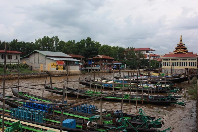 Нуанг Шве стоянка лодок