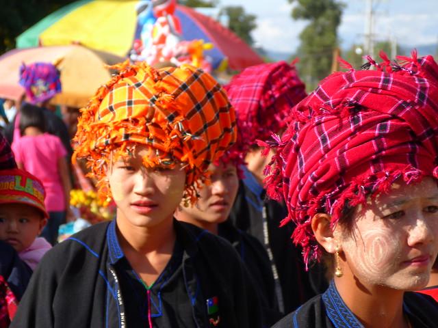 Mujeres Pa-O en un mercado de Indein (Lago Inle, Myanmar)