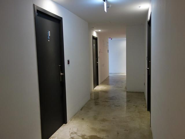 貫徹工業風的走廊@台中鵲絲旅店