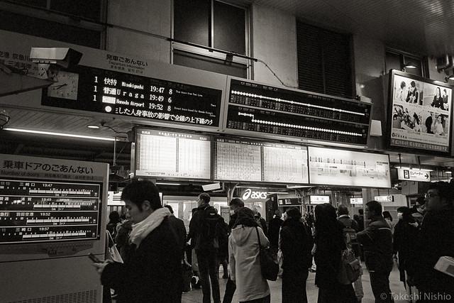 crowded Shinagawa station