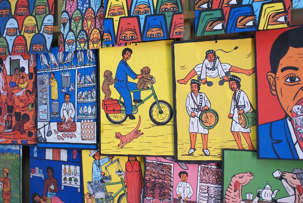 De la couleur et de la joie de vivre sur les tableaux d'un artiste de Marrakech.