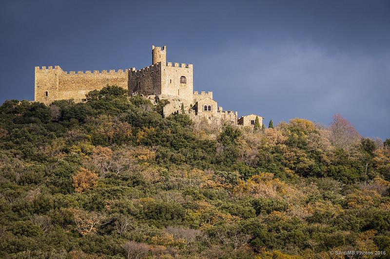 Castillo de Requesens desde el camino a Cantallops