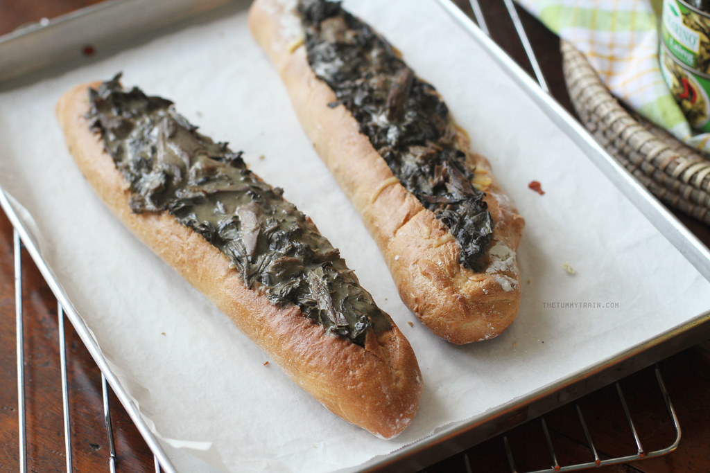 21949681488 e3413df9a6 b - Fishing for San Marino Tuna Laing on these Baked Bread Boats