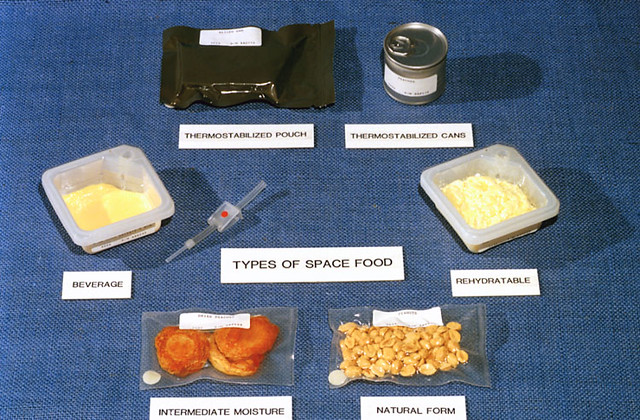 what do astronauts eat in space nasa - photo #35