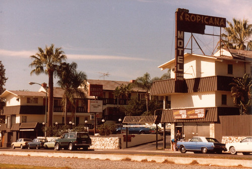 Los Angeles.Tropicana Motel& Dukes Coffee Shop.Santa Monica Blvd. 1980 | by CENtral 1179