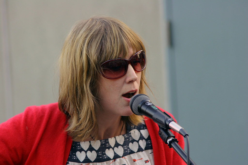 Beth Singing 1 Beth Orton Performing On The Roof Of EMI