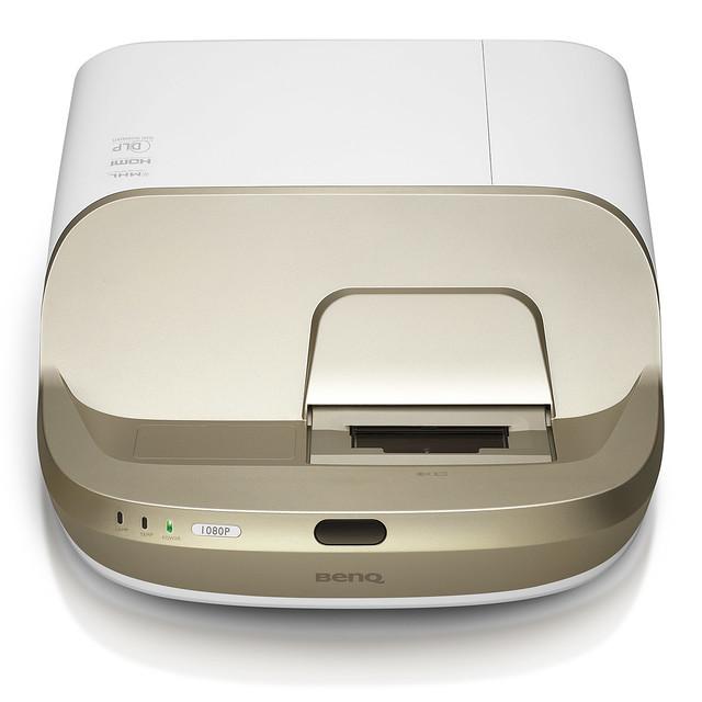 BenQ ra mắt máy chiếu gia đình W1600UST với khoảng cách chiếu siêu gần