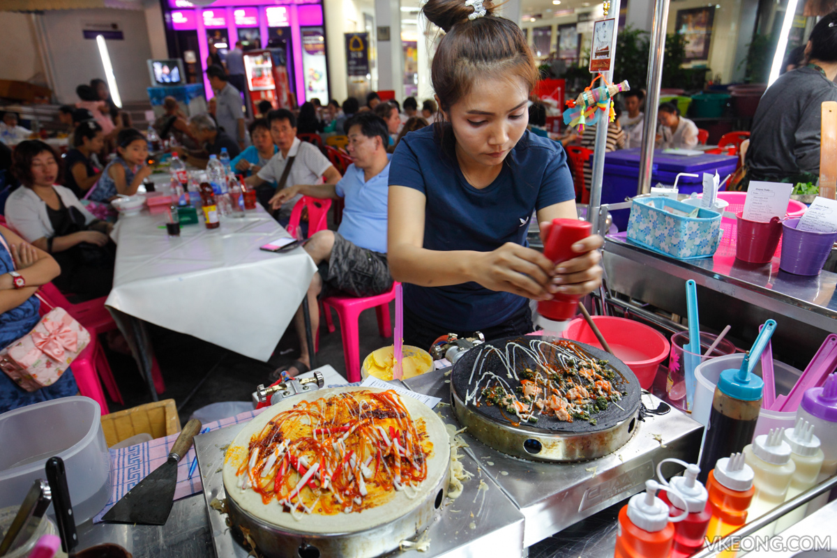 Hua Hin Night Market Crepes Making