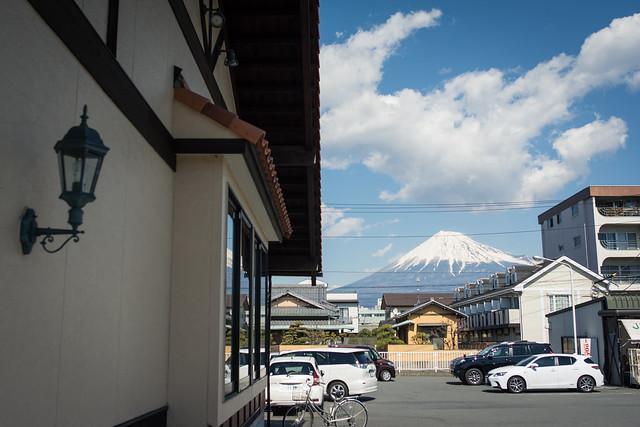 さわやか富士錦店と富士山