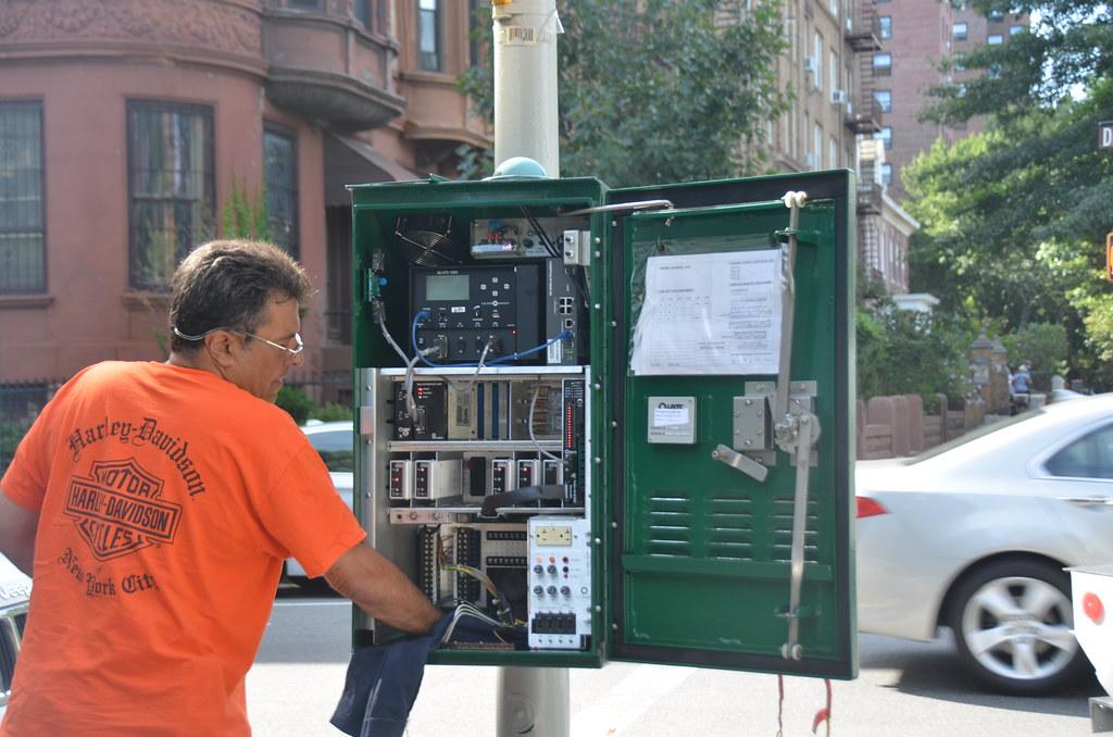 Traffic Control Panels : Cleaning traffic light control box michael flickr