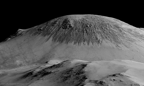VCSE - Horowitz kráter falán látható folyékony vízre utaló nyomok.
