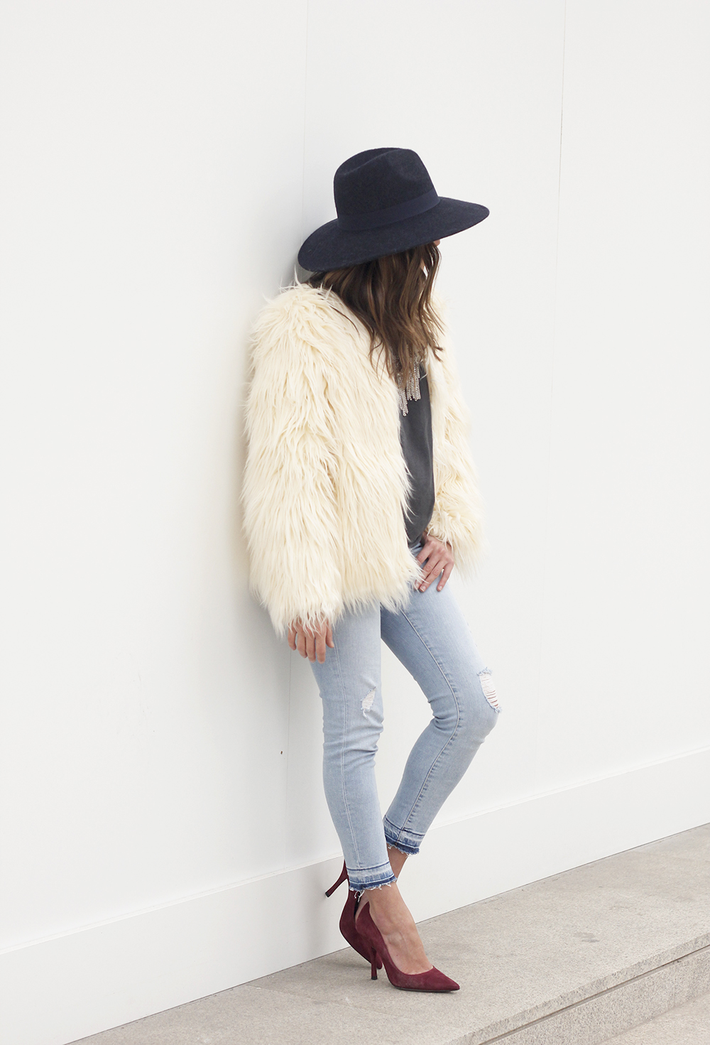 Faux Fur white coat jeans uterqüe heels navy hat coach bag style fashion10