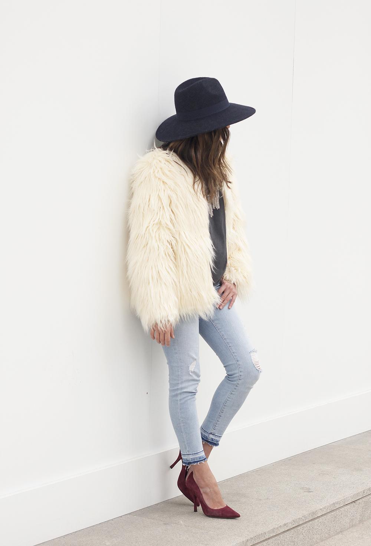 Faux Fur white coat jeans uterqüe heels navy hat coach bag style fashion10