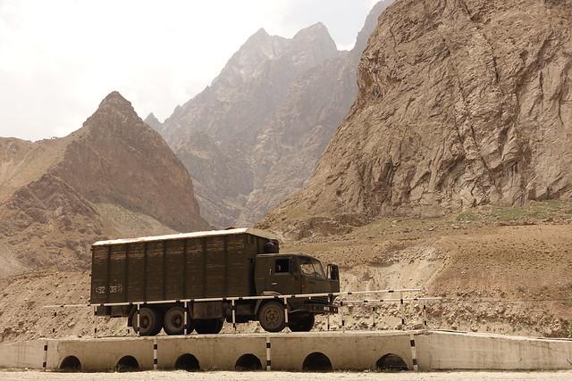 Tadjikistan, Pamir Highway, Kamaz