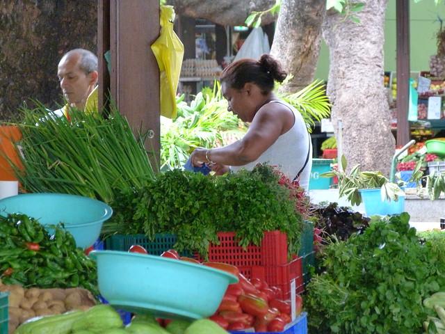 Comprando en el mercado en Saint Denis (Isla Reunión)