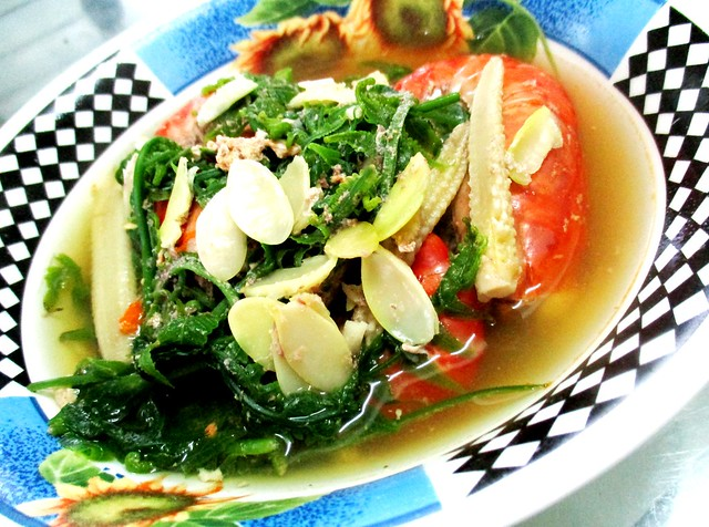 Sayur rebus buah pelajo with paku, jagung & prawns