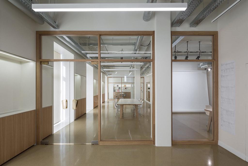 Showroom interior design for the Uniqlo brand by Ciguë Sundeno_04