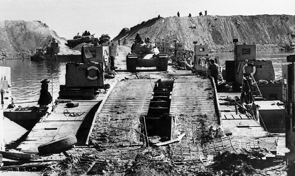 Pontoon-bridge-M48-1973-hrv-4