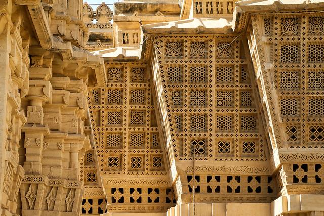 Beautiful geometric openwork windows, Lodurva Jain temple, Jaisalmer, India ジャイサルメール ロアーバのジャイナ教寺院の幾何学文様窓装飾