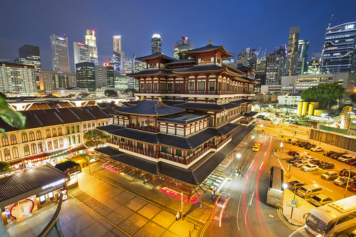 Buddha Tooth Relic temple in Singapore by night | by Tim van Woensel