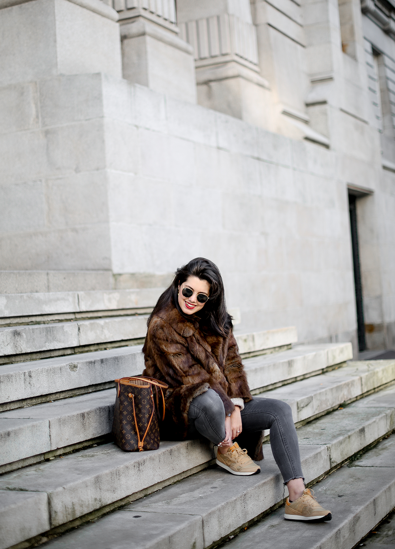 vintage-fur-coat-saucony-sneakers-look-myblueberrynightsblog