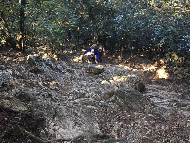 金華山 馬の背登山道 岩場 いち