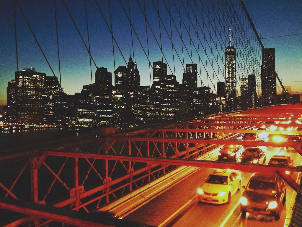 Ponte do Brooklyn - É legal porque a área para pedestres e ciclistas é assim, mais alta do que a dos carros.