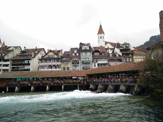 Aquí en Suiza le dan muy duro a los geranios y a la madera