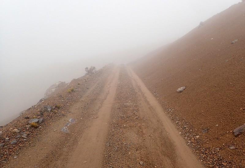 Bajando entre la niebla.