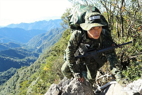 105年「突擊幹部訓練班」山地叢林戰期末綜合測驗
