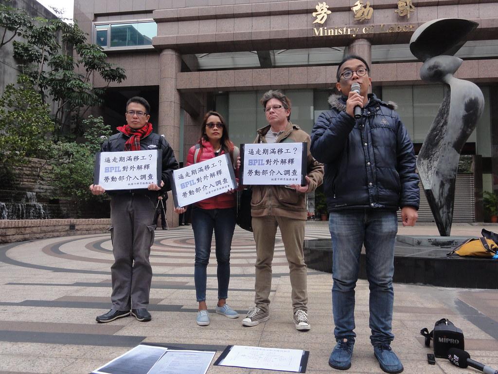 移工團體要求勞動部針對欲留任的矽品移工被逼回國展開調查。(攝影:張智琦)