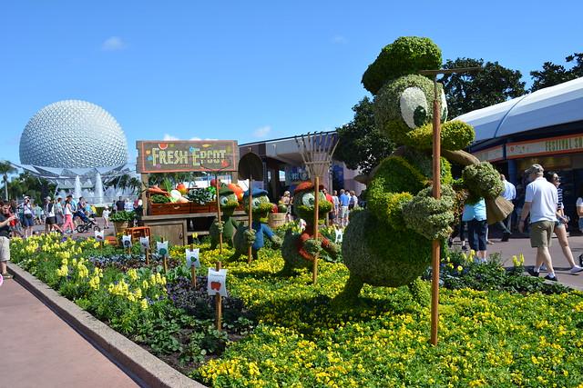 Donald & Nephews Topiary