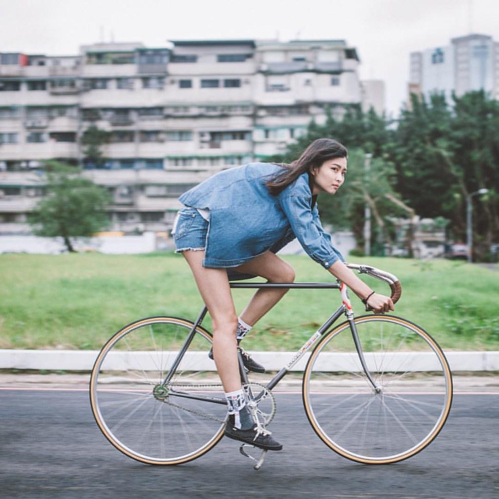 . #借過 #長腿姊姊來了 MASI girl got long leg. ? @omoaiigoo Bike b ...