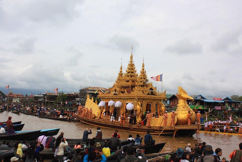 Фестиваль Пхаунг До У в Мьянме