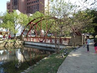 橋,下面水不通