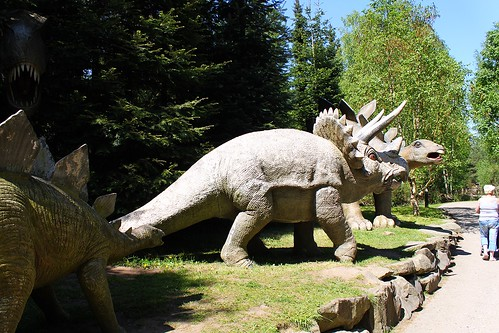 statues of dinosaurs