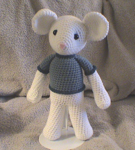 Free Amigurumi Pattern Little Girl Kate : Amigurumi Mouse (Frontview) Whew! This pattern took a ...