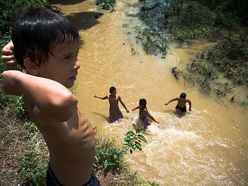 Bañandose S | Ninos Banandose En Boruca Boruca Es Un Pueblo Indigena Al Flickr