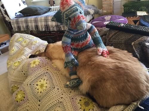 Joris knitted stuffy pattern by ZijMaaktHet dragon gargoyle