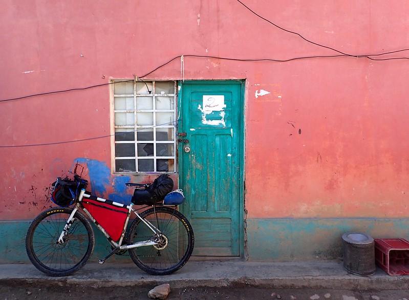 Mi bici y mi habitación en una pensión de la Unión.