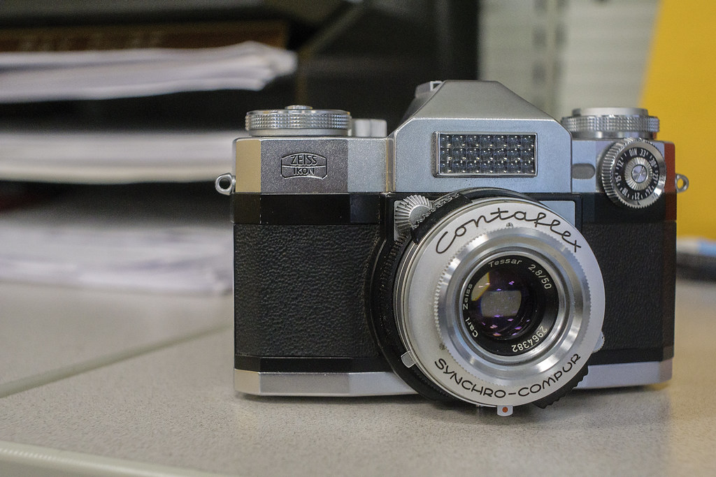 CCR Review 57 - Zeiss Ikon Contaflex Super (Old)