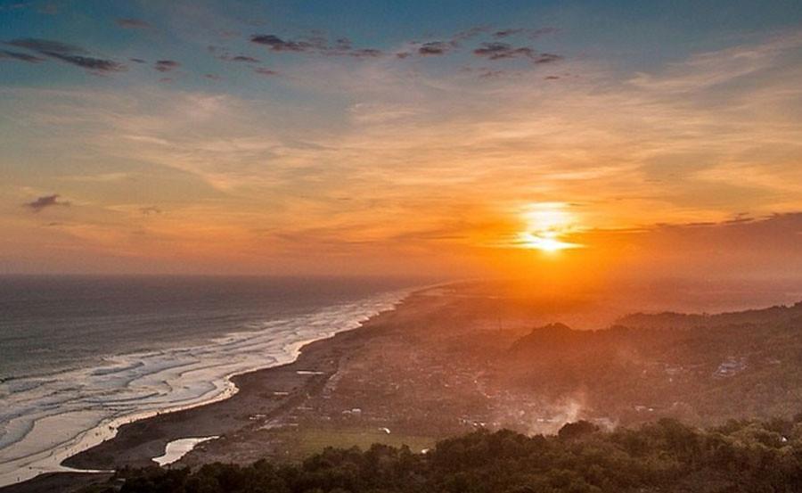 Parangtritis Beach-Paralayang-view-ekonovatriana-instagram