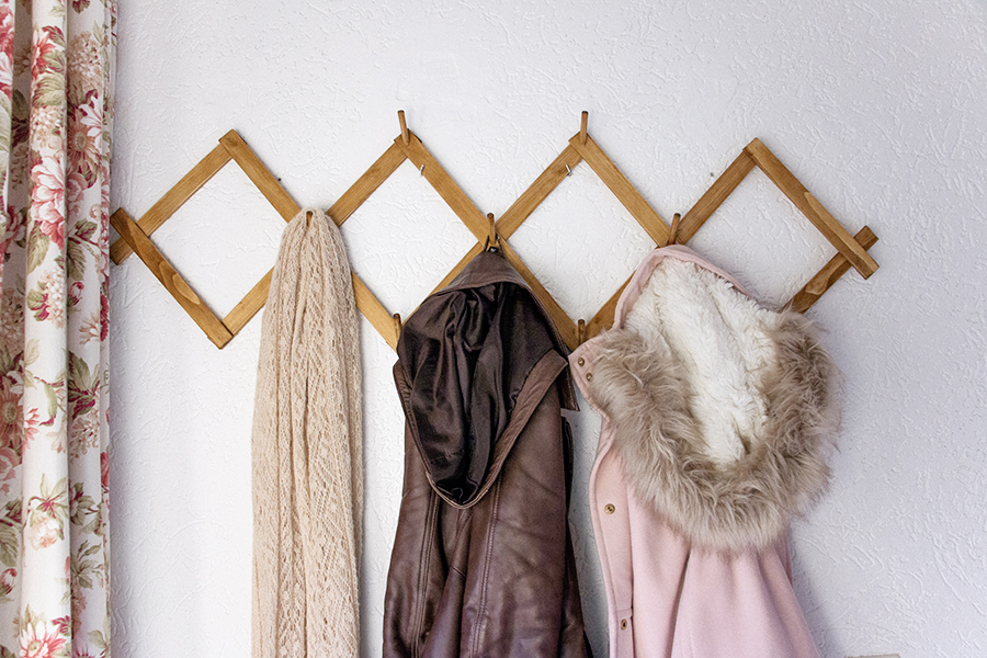 DIY Accordeon coat rack