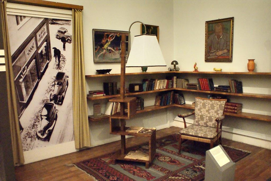 Intérieur urbain et bourgeois typique de l'entre deux guerre. Musée National de Budapest.
