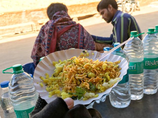 Snack at a tea house, Jaisalmer, India ジャイサルメール チャイ屋でいただいた軽食