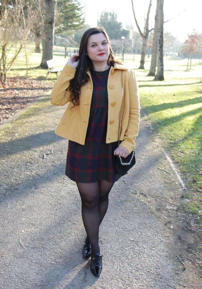 outlander_comment_porter_robe_tartan_jaune_moutarde_conseils_blog_mode_la_rochelle_2